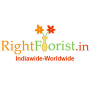 Expressing love with floral hampers in hand from www.rightflorist.in
